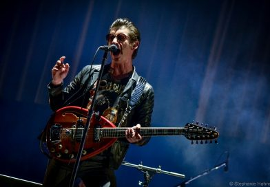 Arctic Monkeys lança faixa ao vivo