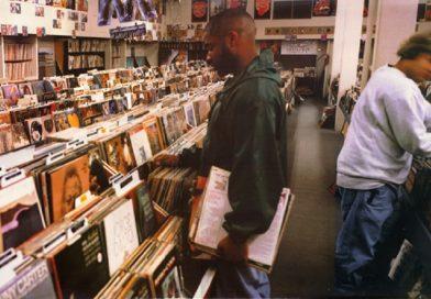 """Os 25 anos de """"Endtroducing"""", do DJ Shadow"""