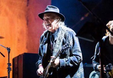 Neil Young lançará disco em 10 de dezembro